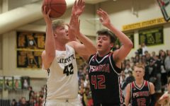 Boys basketball defeats Parkway South on Senior Night