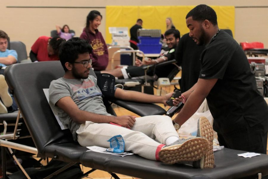 Each+year%2C+Student+Council+%28STUCO%29+hosts+a+blood+drive+in+the+back+gym+of+Lafayette.
