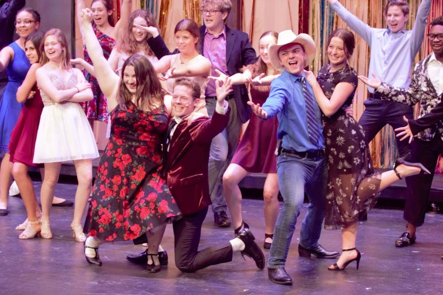Seniors+Nick+Berry%2C+Rachel+Clarke%2C+Cole+Doherty+and+Caroline+Foster%2C+along+with+the+ensemble+of+%22Footloose%2C%22+strike+their+poses+in+the+final+dance+number+of+the+musical.