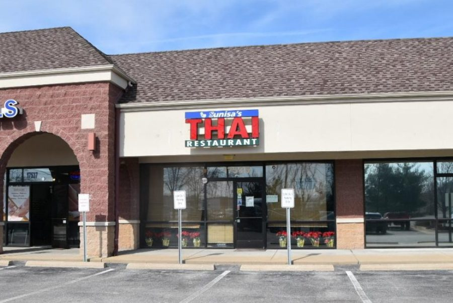A few weeks ago, my mom and I went to Sunisa's Thai Restaurant located on 17535 Chesterfield Airport Rd. for lunch. We didn't have very high expectations, but we were pleasantly surprised by the home-cooked, genuine nature of the family run restaurant.