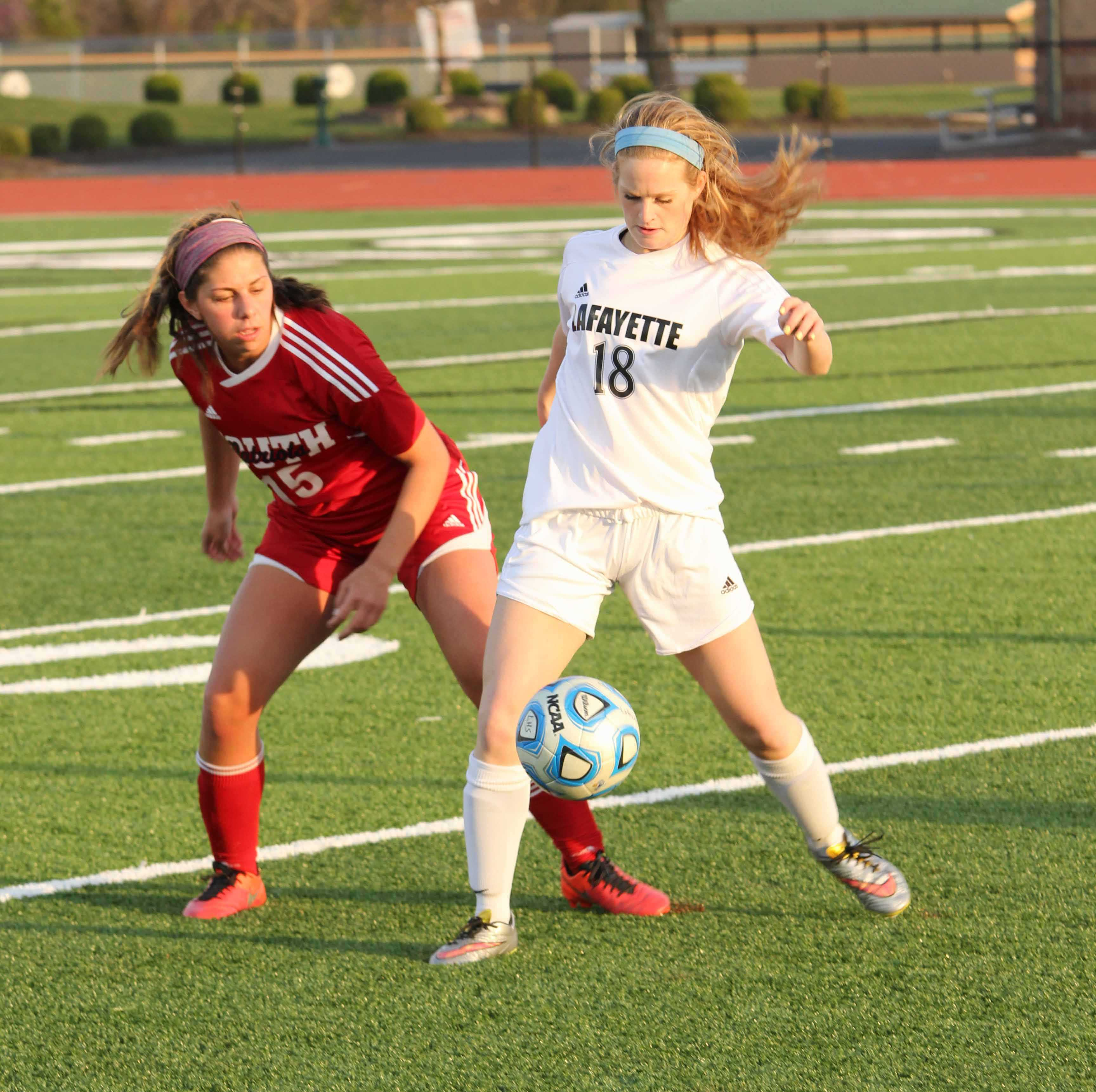 Jessica Smith (18) takes control of the ball in a game against Parkway South.