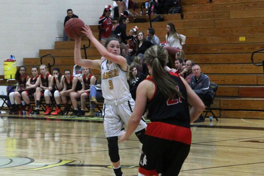 Sydnie Wolf receives a pass from a teammate in a game against Fox.