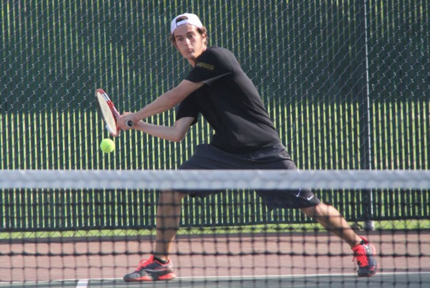 Playing+in+a+match+against+Seckman%2C+Franco+Noseda+Olivari+prepares+to+return+the+ball.+Noseda+Olivari+was+one+of+the+five+seniors+who+the+boys+tennis+team+graduated+last+season.