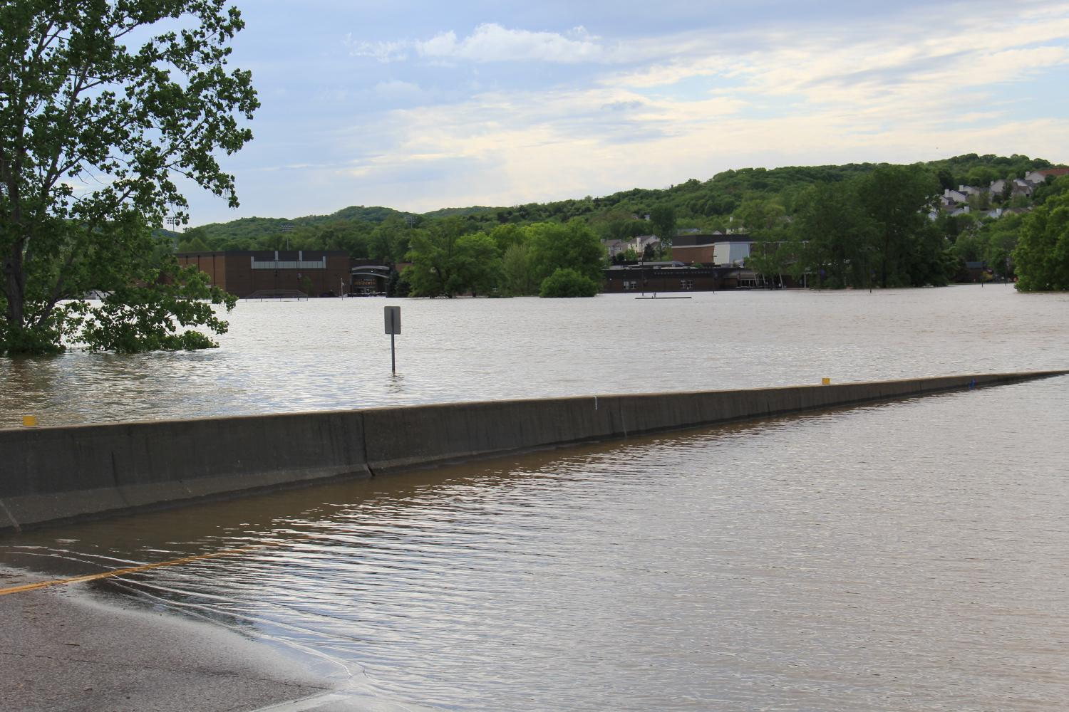 Eureka+High+School%27s+parking+lot+floods+as+water+levels+rise.+Water+has+now+made+it+through+the+sandbags.