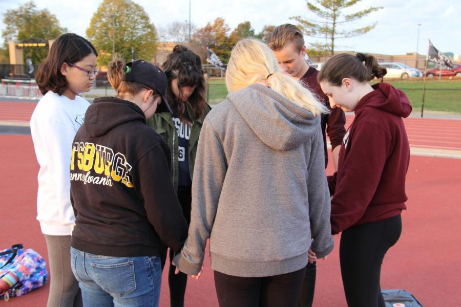 Students+bow+their+heads+in+a+moment+of+silence.+The+gathering+occurred+to+remember+those+who+lost+their+lives+in+the+shooting+in+Pittsburgh+on+Oct.+27.