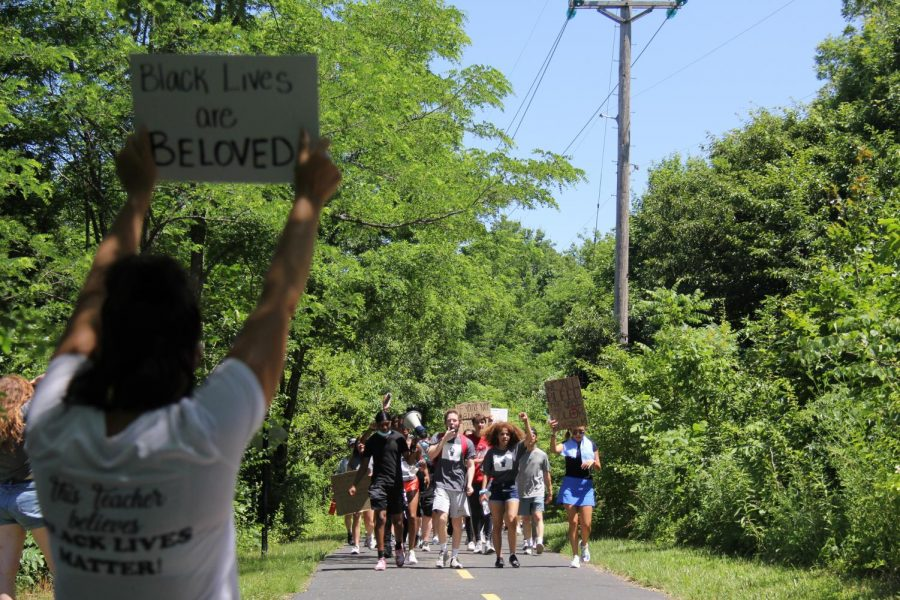 At about the halfway point in the march, a station was set up with extra drinks for those participating. Additionally, the path had messages chalked out and those running the water station had signs encouraging the participants.