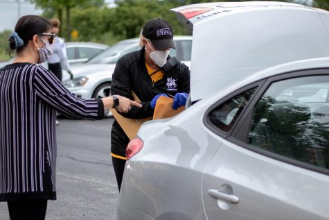 On Senior Distribution Day, LHS staff delivered seniors supplies out to their cars and seniors were able to drop off any supplies that they still had from the past year. A similar process will take place on the Lancer Return Day on Aug. 20 and 21.