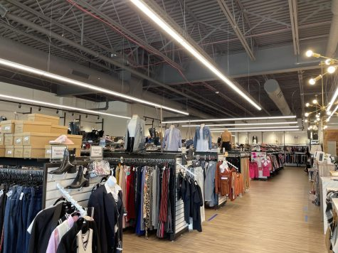 Uptown Cheapskate provides a wide-range of cute, gently-used clothing for customers. The store itself is well organized and conveniently located at 15315A Manchester Road in Ballwin. It is open from 10 a.m. to 9 p.m. on Monday through Saturday and from 11 a.m. to 7 p.m. on Sunday.
